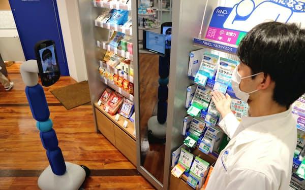 ロボット「ニューミー」を使い、薬剤師らが相談に応じながらサプリメントなどを遠隔販売することも検討する
