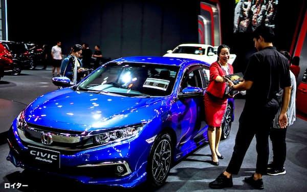 タイは乗用車の販売回復が鈍いままだ(2019年7月、バンコクの自動車見本市)=ロイター