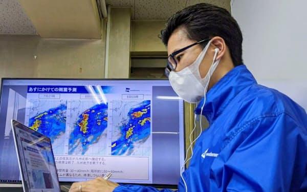 リモートで気象情報を伝える(7月7日、九州の気象解説の様子)