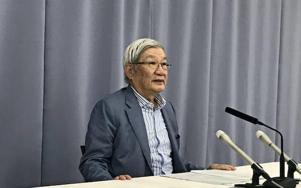 兵庫県庁で記者会見する五百旗頭氏(8日)