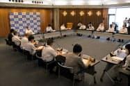 岡山県が開いた新型コロナの対策本部会議(8日、岡山県庁)