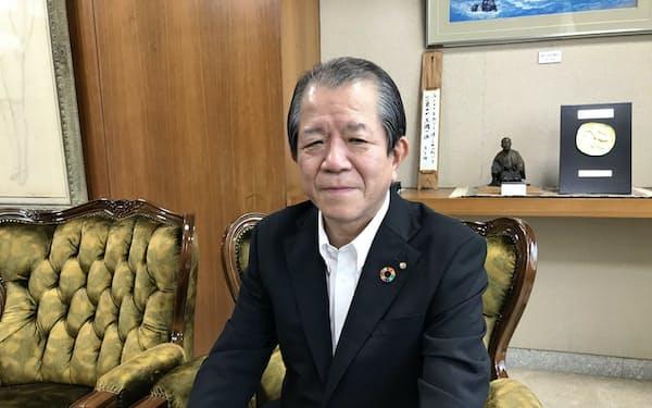 愛媛銀行の西川義教頭取(松山市の本店)