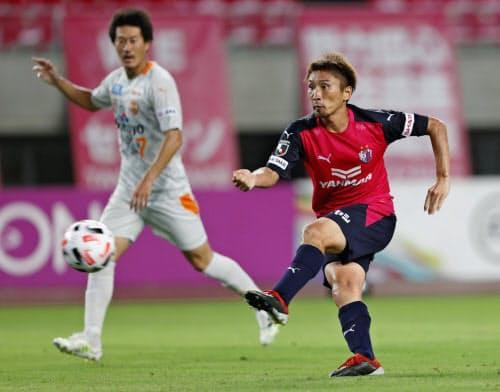 C大阪―清水 後半、先制ゴールを決めるC大阪・奥埜(8日、ヤンマー)=共同