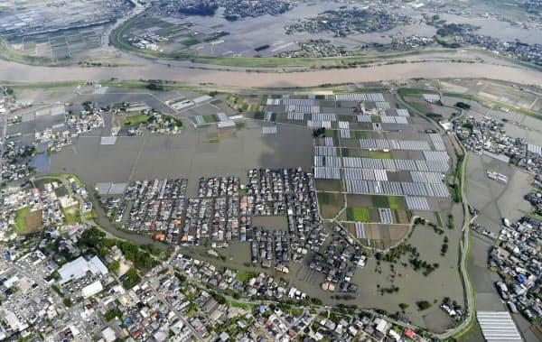 浸水被害を受けた福岡県久留米市の住宅地(8日午後)=共同