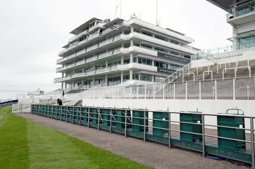 無観客開催のため、7月4日の英ダービー当日もスタンドはガラガラだった(エプソム競馬場)=ロイター