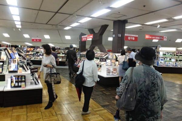 販売員は置かず、来場者が商品サンプルを見て回る(高島屋横浜店)