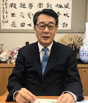 かいえだ・ばんり 慶大法卒、参院議員秘書に。経財相、旧民主党代表など歴任。党税調会長を務める。衆院東京1区、71歳。