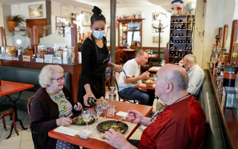 飲食店などで「エアロゾル」感染も、WHOが新指針
