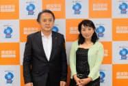折原みと氏(右)や上地克明市長が記者会見で構想を語った(10日、横須賀市役所)