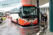 通勤や買い物客の利用が多い(富山駅前の車両)