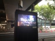 東京都のスマートポールは地上変圧器と5G基地局を組み合わせるなどしている(東京・新宿)