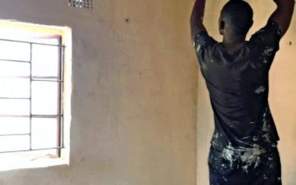 関西ペイントはアフリカで蚊を防ぐ内装用塗料を販売している