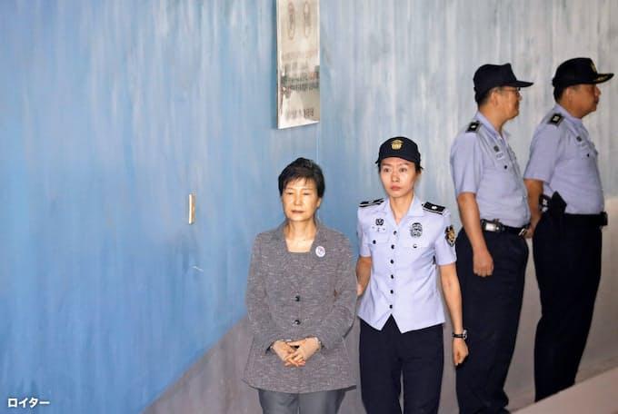 朴前大統領、懲役20年に大幅減刑 差し戻し控訴審: 日本経済新聞