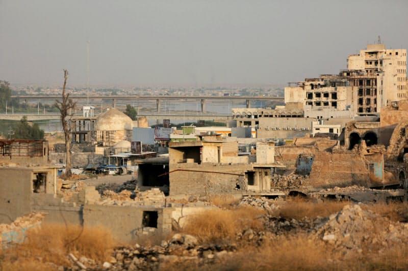 IS侵攻後に破壊された街の復興は道半ば(6月、モスル)=ロイター