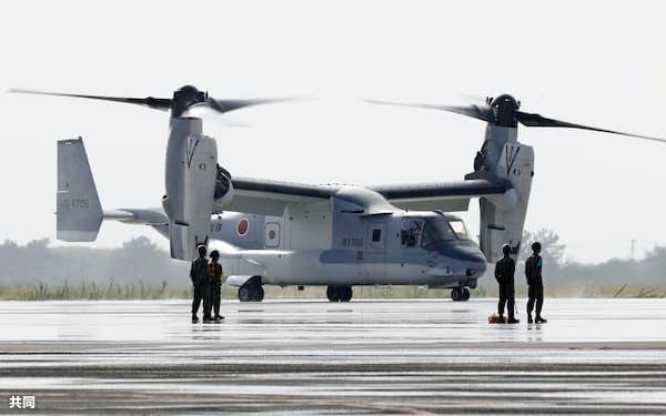 陸上自衛隊木更津駐屯地に到着し、暫定配備となった輸送機オスプレイ(10日午後、千葉県木更津市)=共同