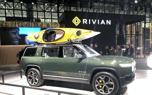米リヴィアンが量産準備を進めているSUV型のEV「R1S」