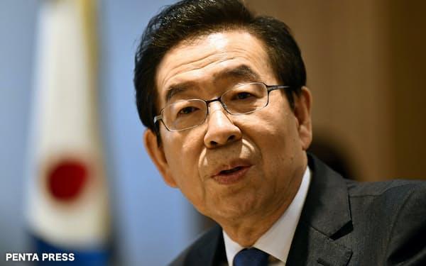 朴元淳ソウル市長は反セクハラの旗手としても知られていた(2019年4月、ソウル市庁での日本経済新聞のインタビュー)=PENTA PRESS
