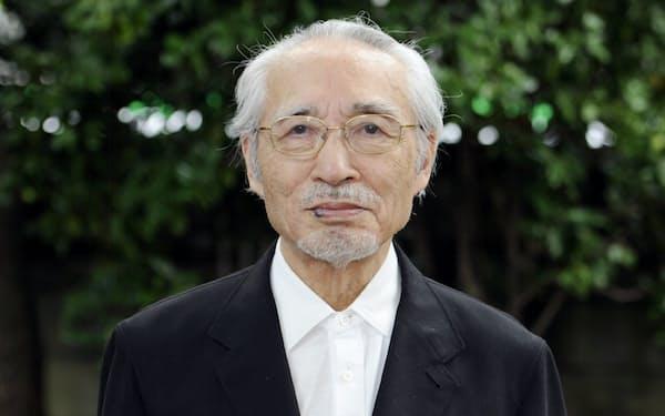 岡井隆さん(2013年7月8日撮影)=共同