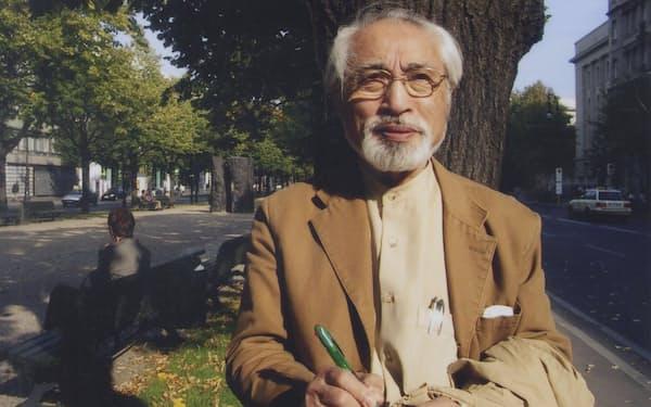 7月10日に死去した歌人の岡井隆氏(ベルリンの街角で)
