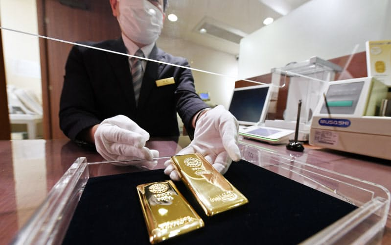 金の価格が上昇している(東京都中央区のGINZA TANAKA銀座本店)