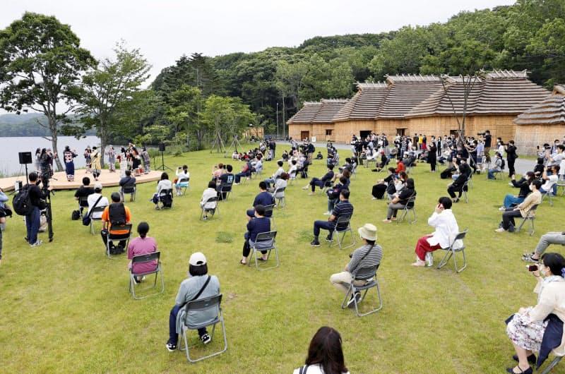 開業したアイヌ文化施設「民族共生象徴空間(ウポポイ)」(12日午前、北海道白老町)=共同