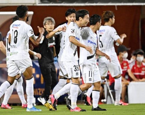 清水―G大阪の後半、決勝ゴールを決め喜ぶG大阪・渡辺=39(12日、アイスタ)=共同