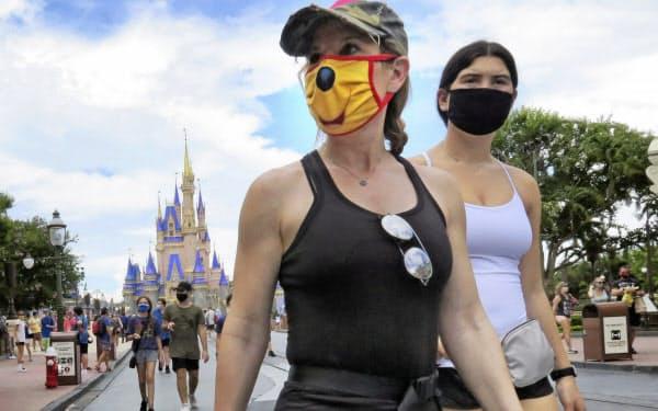 フロリダ州では11日に「ディズニーワールド」が再開したが、新型コロナの新規感染者数は増加を続けている=AP