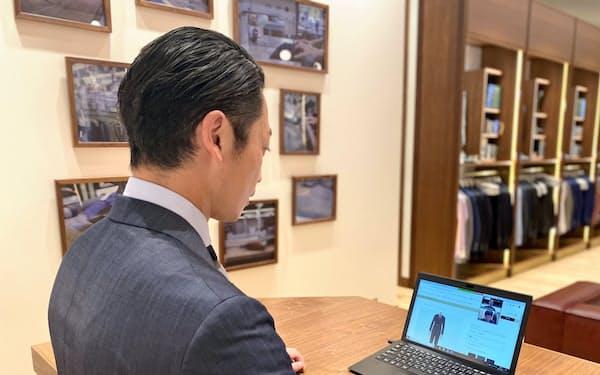 フィッターは画面でイメージを共有しながら接客する(三陽商会の「ストーリー アンド ザ スタディー」店舗)