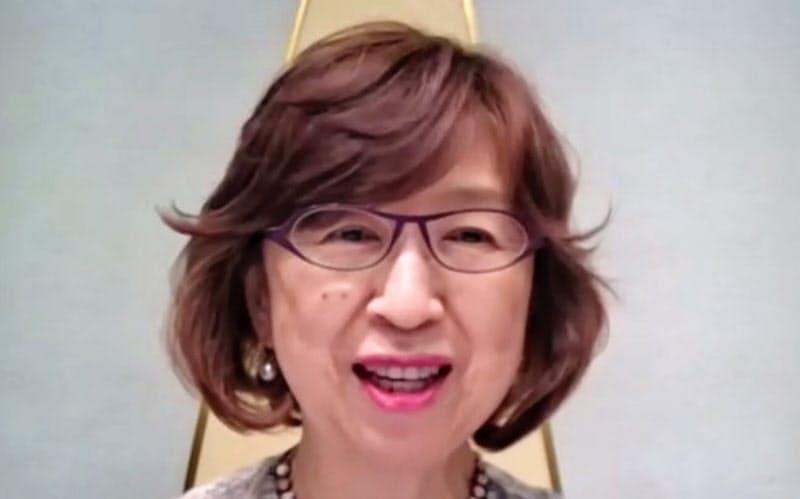 プロ野球のオーナー会議を終え、オンラインで記者会見するDeNAの南場智子オーナー(13日)=共同