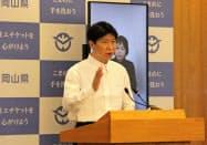 記者会見する岡山県の伊原木知事(13日、岡山県庁)