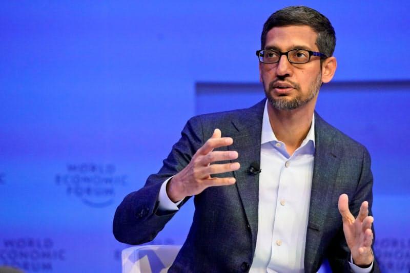 インドへの巨額投資を表明したグーグルのピチャイCEO=ロイター