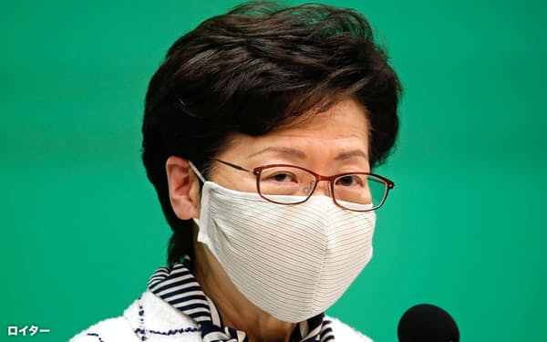 13日、香港の林鄭月娥・行政長官は新型コロナ対策を強化すると発表した=ロイター