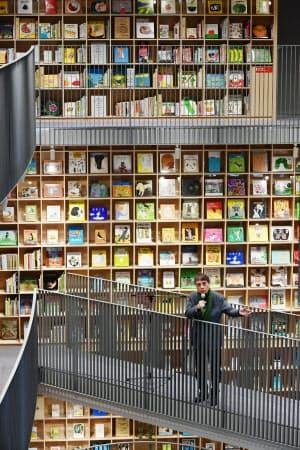 子ども向け図書施設「こども本の森 中之島」を設計・建設し、大阪市に寄贈した