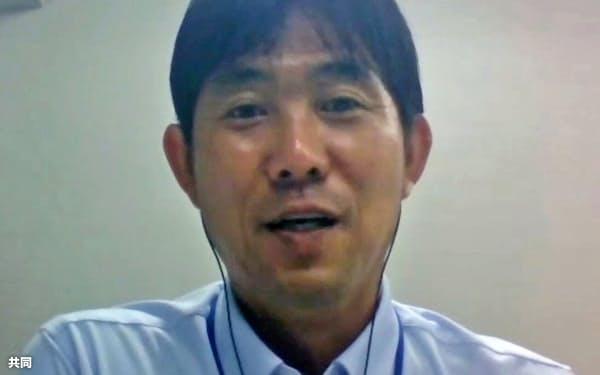 サッカー日本代表と東京五輪男子代表の兼任継続が決まり、オンラインで取材に応じる森保監督(14日)=共同