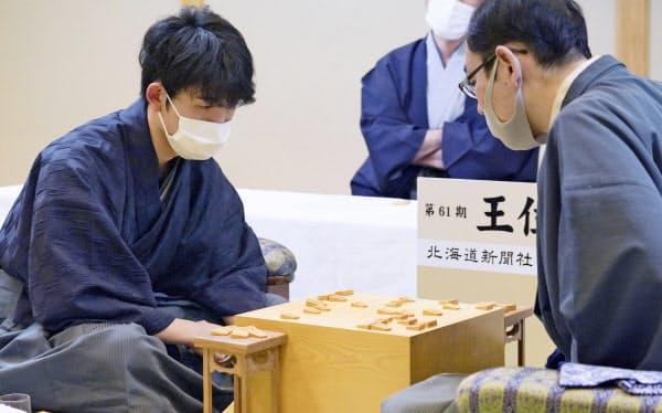 藤井七段が王位戦2連勝 :日本経済新聞