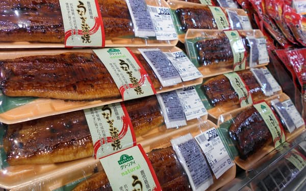 イオンリテールは「鹿児島県産うなぎ蒲焼(特大)」を「イオンスタイル成田」(千葉県成田市)で先行発売した