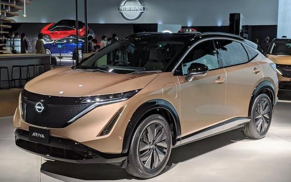 日産自動車の新型電気自動車(EV)「アリア」の航続距離は最大610キロメートルに達し、5.1秒で時速100キロメートルに加速する