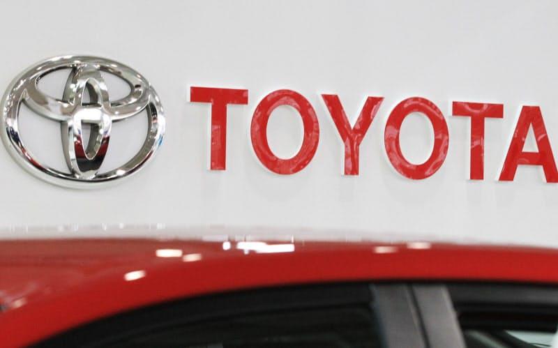 トヨタ、最大10万円値下げ 国内販売店に原資