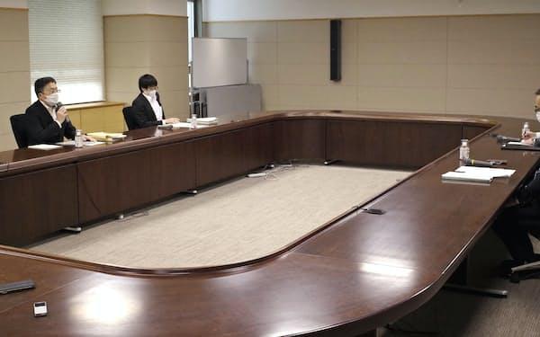 長崎新幹線の整備方式を巡る国土交通省と佐賀県の協議(15日、佐賀県庁)