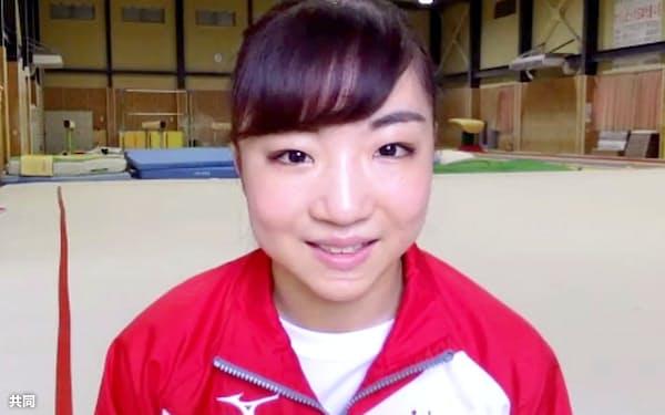 オンラインで取材に応じる体操女子の寺本明日香(15日)=共同