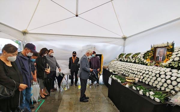 ソウル中心部に設置された私設焼香所では多くの市民が白善燁(ペク・ソンヨプ)元韓国陸軍大将の弔問に訪れた