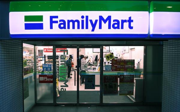 伊藤忠商事はファミリーマートをTOBで完全子会社にした後、JAグループに一部株式を譲渡する計画だ(都内の店舗)