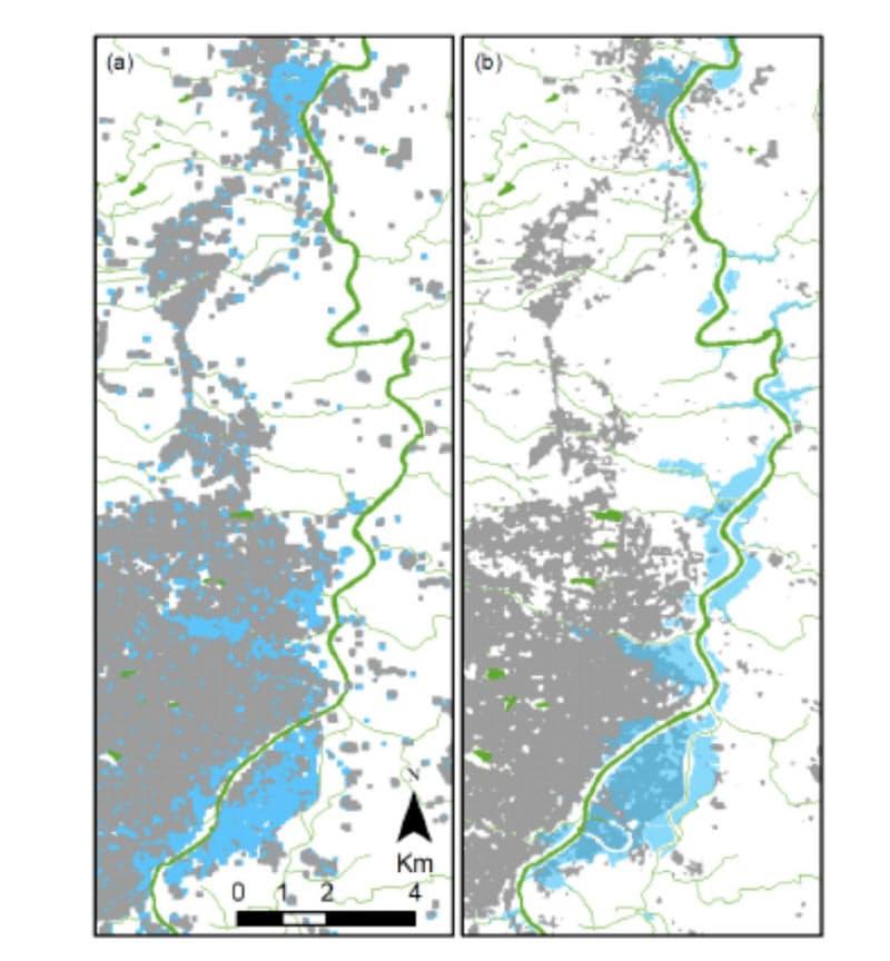 台風19号による郡山市の浸水範囲(水色部分)。災害科学国際研究所による推定結果(左)と国土地理院による調査結果は8割が整合した