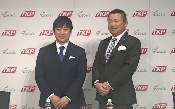 業務提携したTKPの河野貴輝社長(左)とエスクリの渋谷守浩社長(16日、東京都中央区)