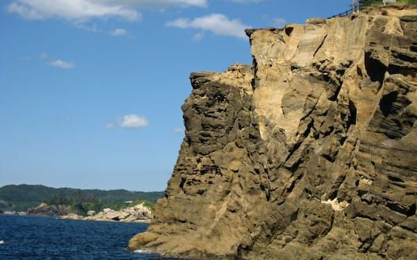 海抜35メートルの断崖絶壁から日本海を一望できる(石川県志賀町)