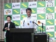7月補正予算案を発表する、宮崎県の河野俊嗣知事(16日、県庁)