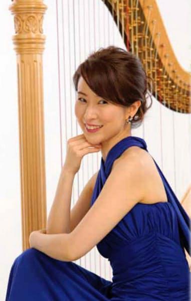 ハープ奏者の福井麻衣がリーガロイヤルホテル(大阪市)で演奏する