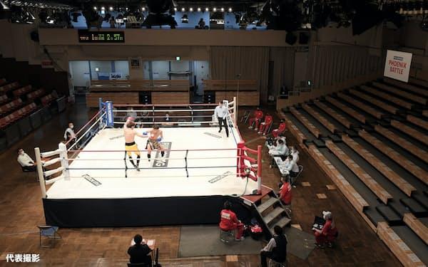 無観客で行われたボクシングの試合(16日、東京都文京区の後楽園ホール)=代表撮影