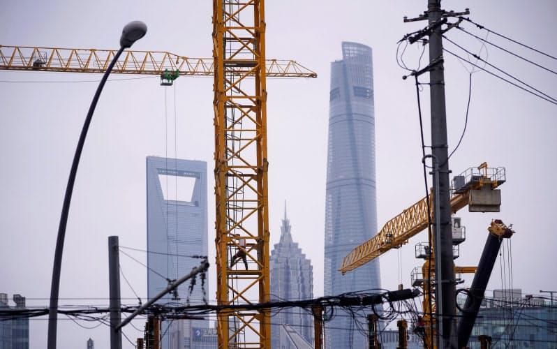 中国政府は、金融危機の時と同じように、借り入れ頼みの投資で成長を支えようとしている=ロイター