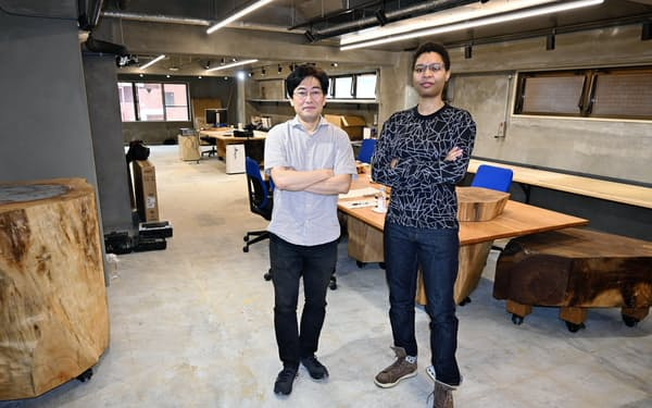 ソニーCSL京都研究室の暦本純一氏(左)とラナ・シナパヤ氏(6月30日、京都市下京区)
